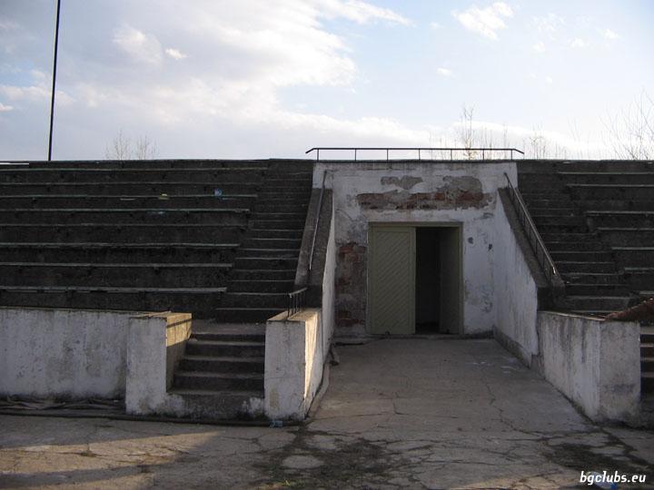 """Стадион """"Искър"""" - в гр. Роман"""