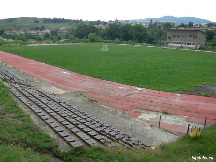 """Стадион """"Чорни"""" - в гр. Брезник"""