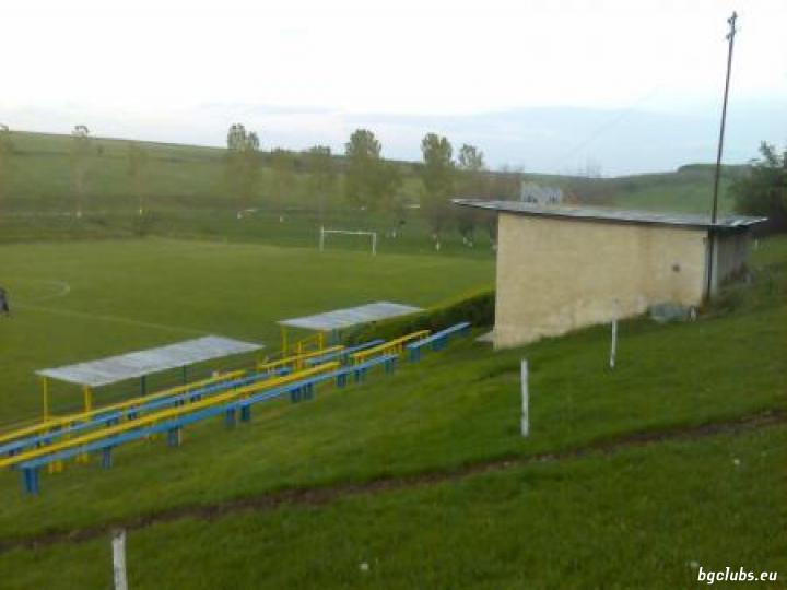 Стадион в с. Мъдрево
