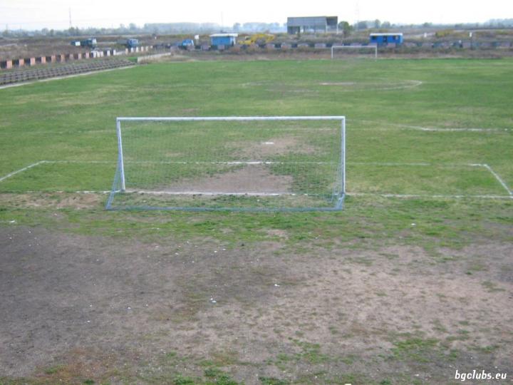 """Стадион """"Кумарица"""" - в гр. Нови Искър"""