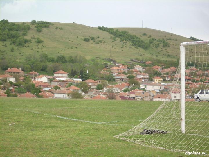Стадион в с. Дъбник