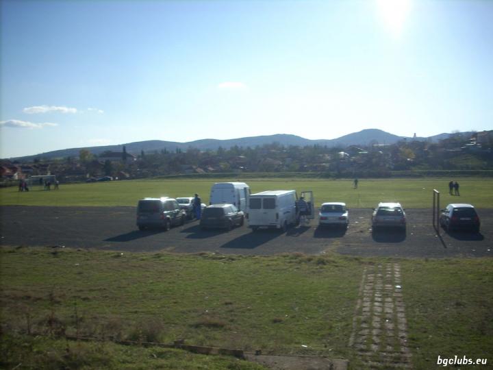 Стадион в с. Пирне