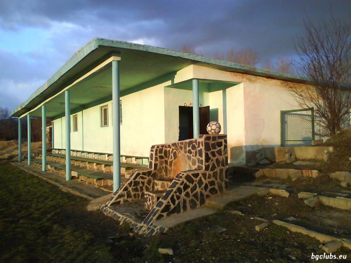 Стадион в с. Крайници