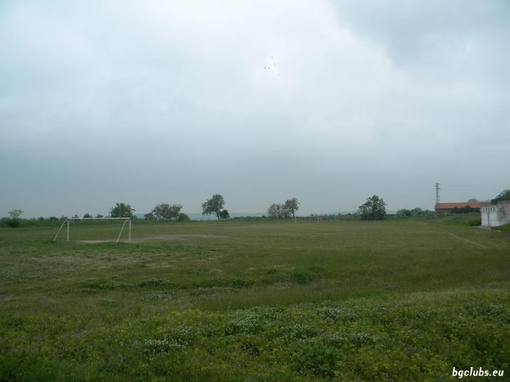 Стадион в с. Устина