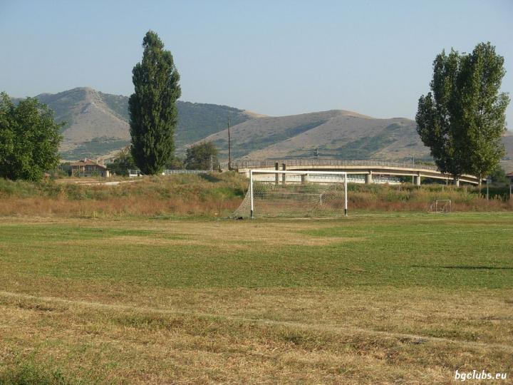 """Стадион """"Тракиец"""" - в с. Мирянци"""