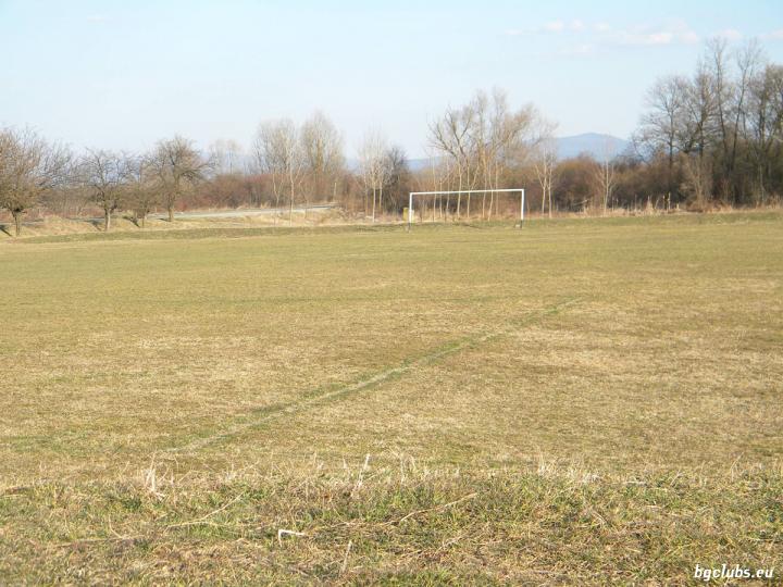 Стадион в с. Розово