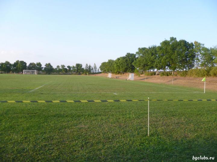 Стадион в с. Роза