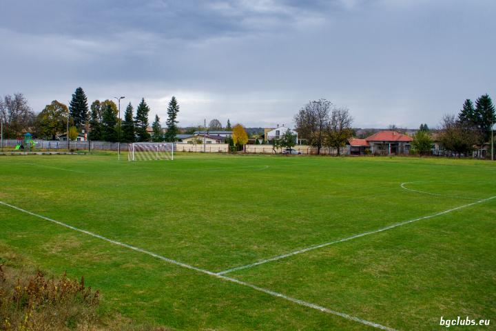 Стадион в с. Дибич