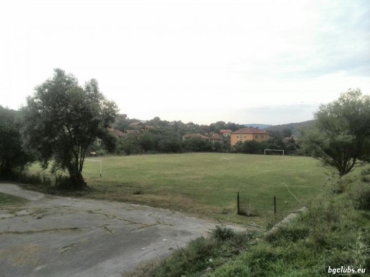 Стадион в с. Еловдол
