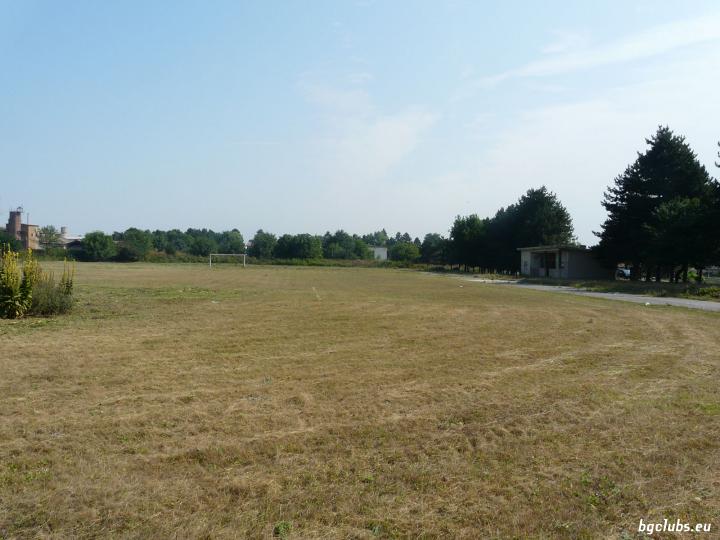 Стадион в с. Карапелит