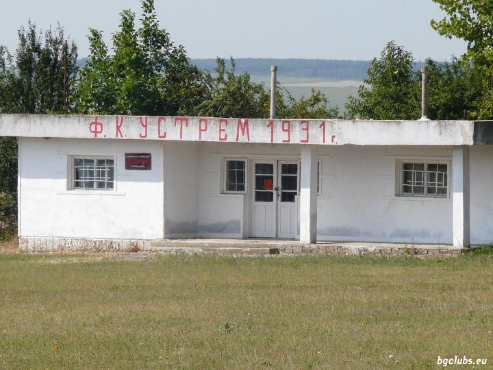 Стадион в с. Караманите