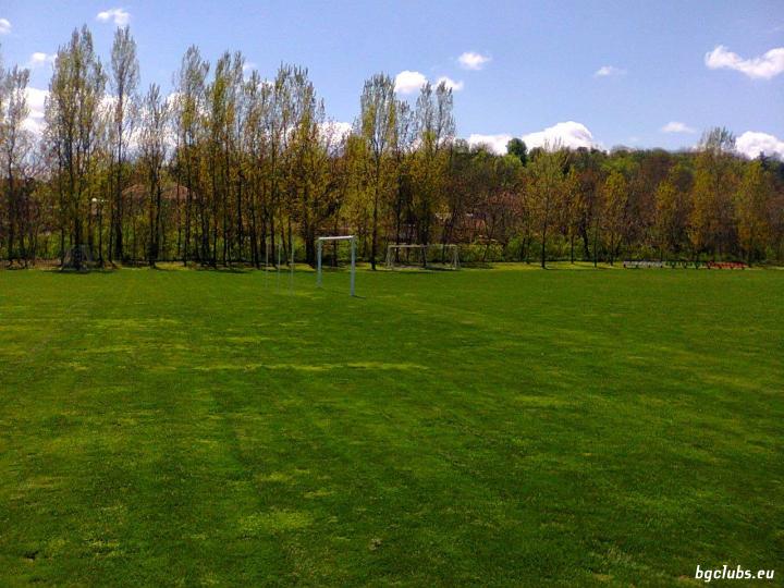 Стадион в с. Царевец