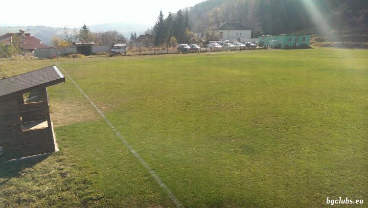 Стадион в с. Железница