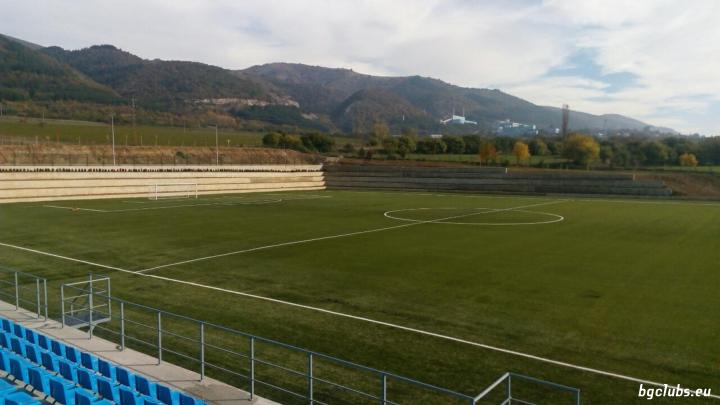 Стадион в с. Мирково
