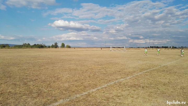 Стадион в с. Воденичане