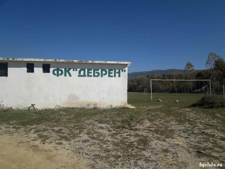 Стадион в с. Дебрен