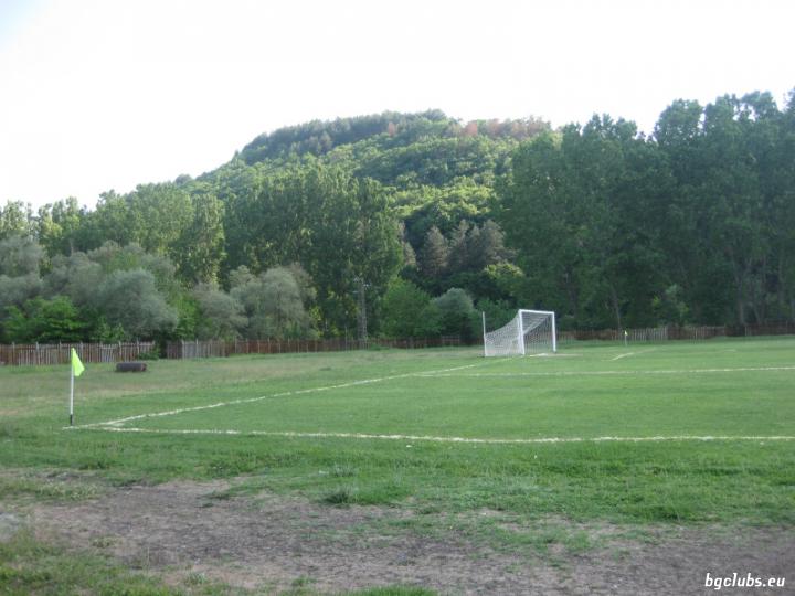 Стадион в с. Перперек