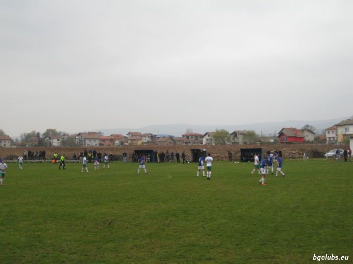Стадион в с. Петърч
