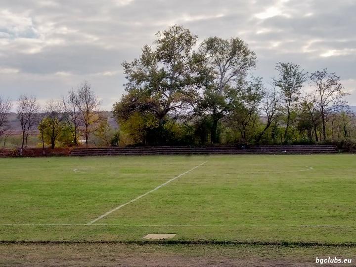 Стадион в с. Бисер
